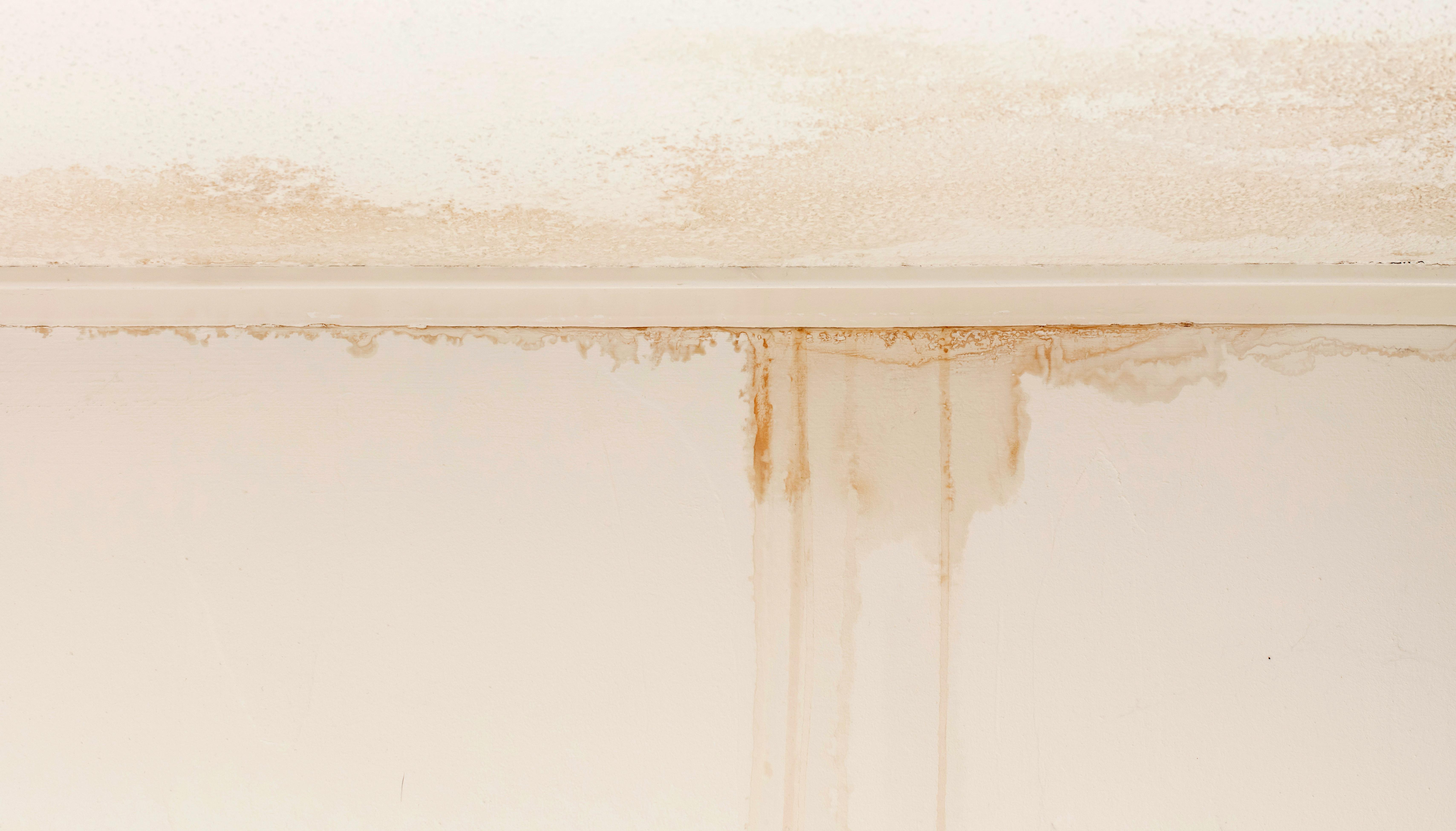 二階からの水漏れイメージ