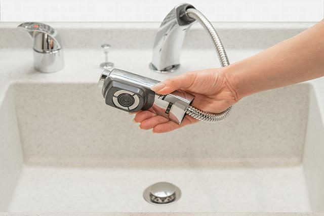 洗面所のホースからの水漏れ