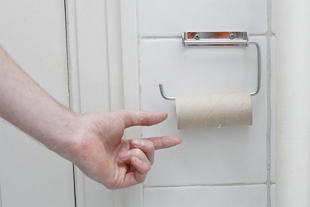 トイレットペーパーの芯は流しても大丈夫?