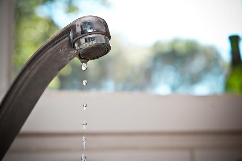 蛇口からの水漏れイメージ